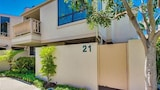 Newly remodeled Beach 2 Br condo by RedAwning - Solana Beach Hotels