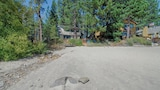 7460 N Lake Blvd 3 Br home by RedAwning - Tahoe Vista Hotels