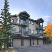 Twin Elk C10 2 Br condo by RedAwning