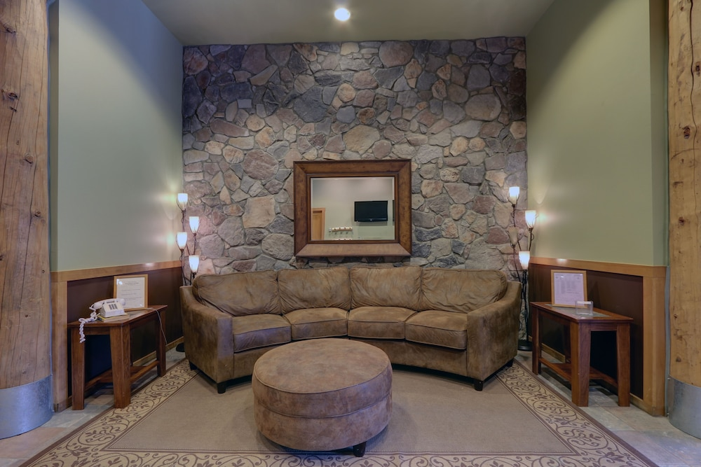 Lobby Sitting Area, Arapahoe Lodge 1 Bed 1 Bath B