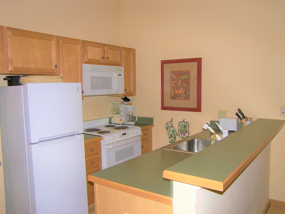 Private Kitchenette, Arapahoe Lodge 1 Bed 1 Bath B