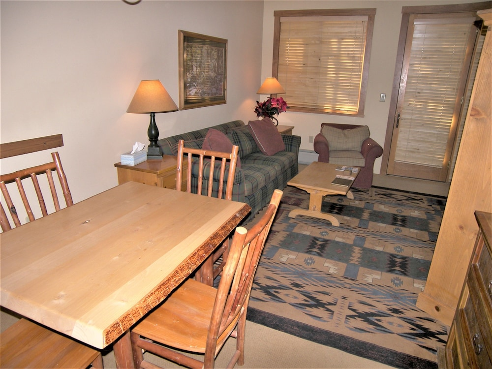 In-Room Dining, Arapahoe Lodge 1 Bed 1 Bath B