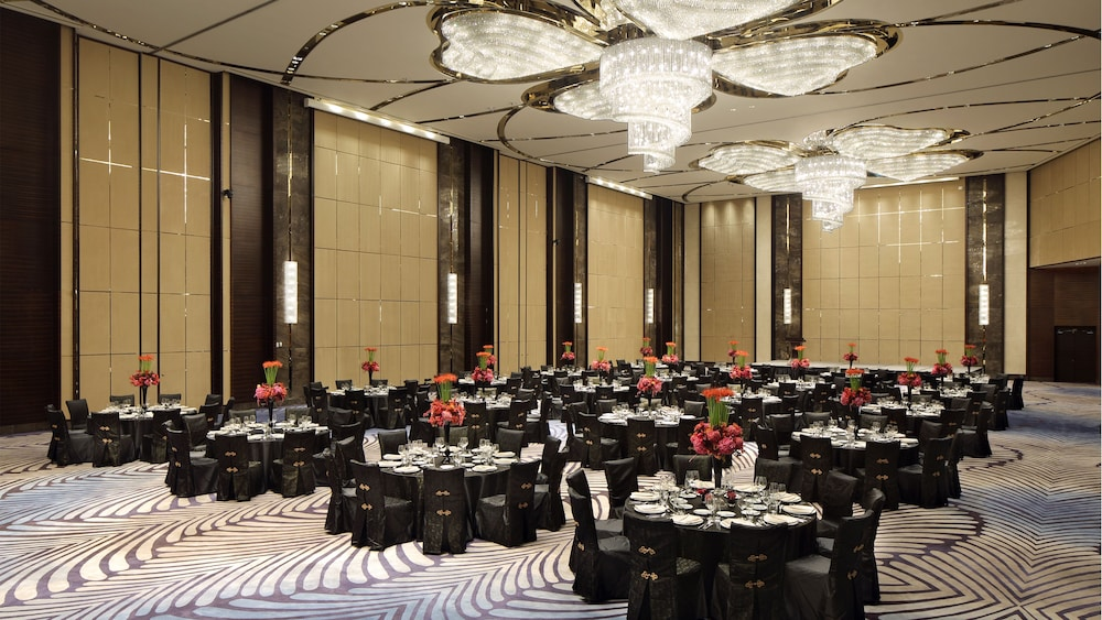 Ballroom/Hall 52 of 86