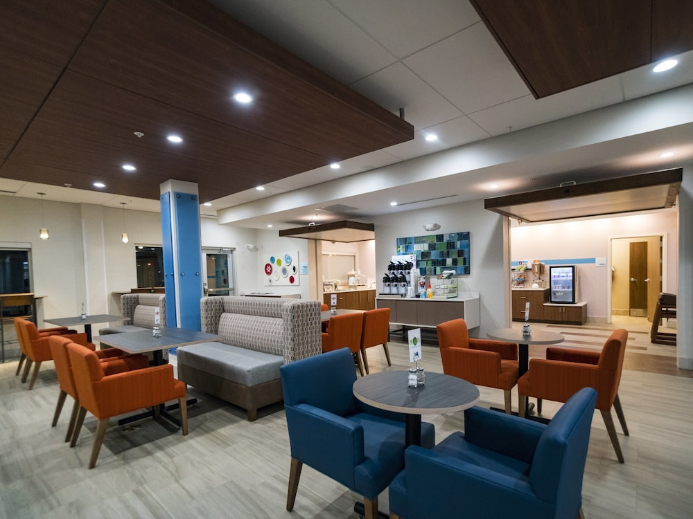 Breakfast Meal, Holiday Inn Express & Suites Southaven Central - Memphis, an IHG Hotel