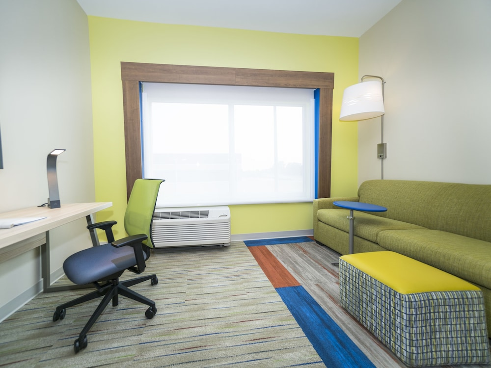 Room, Holiday Inn Express & Suites Southaven Central - Memphis, an IHG Hotel