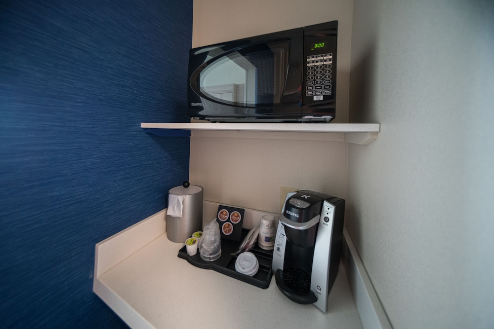 Coffee and/or Coffee Maker, Holiday Inn Express & Suites Southaven Central - Memphis, an IHG Hotel