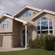 Heart of the Valley 4 Br home by RedAwning