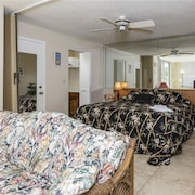 Bonita Beach and Tennis pools 1 Br condo by RedAwning