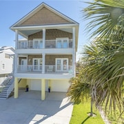 Bonita Beauty Gulf and Bay Views Sleeps 10 by RedAwning