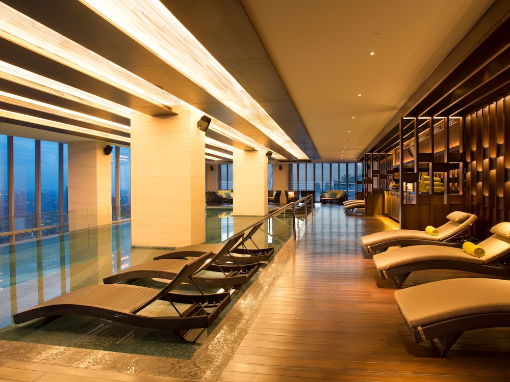 The westin jakarta 2019 room prices 114 deals reviews expedia for Indoor swimming pool in jakarta