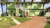Stairway To Heaven Upper Level 2 Br home by RedAwning - Palm Coast Hotels