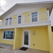 Pier Watch 3 Br home by RedAwning
