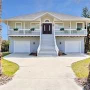 Atlantic Beach 5 Br home by RedAwning