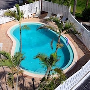 Gulf Front Elevator Heated Pool 2 Br condo by RedAwning