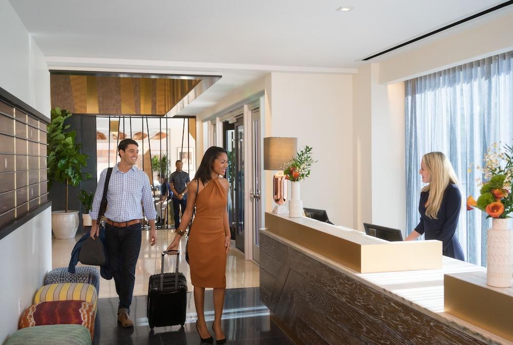 https://images.trvl-media.com/hotels/16000000/15680000/15675000/15674913/6334dde7_z.jpg