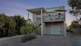4Br home in Miramar Beach with Heated Pool Spa by RedAwning - Fort Myers Beach Hotels