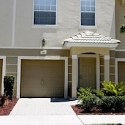 3 bedroom Townhome by RedAwning