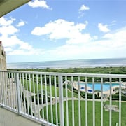 Surf Club 2508 2 Br condo by RedAwning