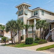 Tiki Tides Ocean Front 7 Br home by RedAwning