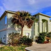 Beach Whisper 4 Br home by RedAwning