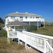 Morning Star Beach 4 Br home by RedAwning