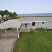 Seashell 3 Br home by RedAwning