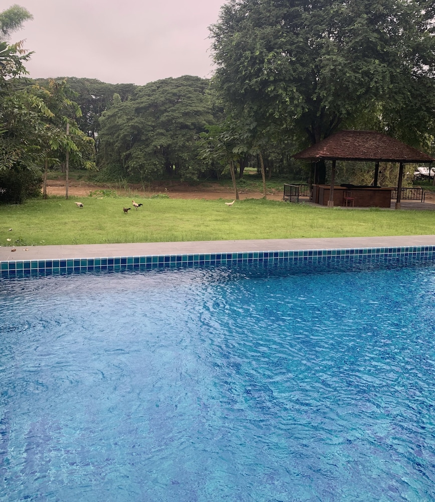 Outdoor Pool, Riverhouse Hotel (The Teak House)