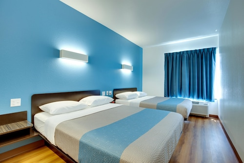 Check Expedia for Availability of Motel 6 Poplar Bluff, MO