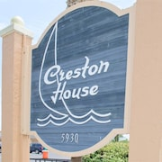 Creston 11a 1 Br condo by RedAwning