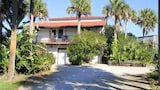 Sueno Mar 4 Br home by RedAwning - St. Augustine Hotels