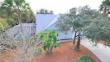 Avery's Beach Bungalow 2 Br home by RedAwning - St. Augustine Hotels