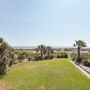 Barefoot Beach 4 Br home by RedAwning