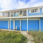 Blue Parrot 3 Br home by RedAwning