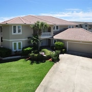 Ocean Delight 4 Br home by RedAwning