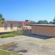 Ocean Sunrise 3 Br home by RedAwning