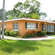Aurora Seabreeze Home 3 Br home by RedAwning