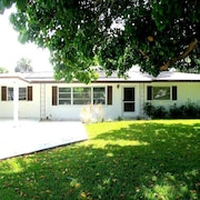 Parkdale Venice Island 4 Br home by RedAwning