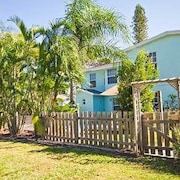 Rialto Mansion Venice Island 6 Br home by RedAwning