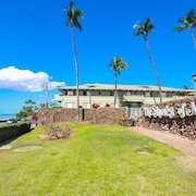 The Shores of Maui 1 Br condo by RedAwning