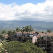 Kamaole Beach Royale 305 1 Br condo by RedAwning