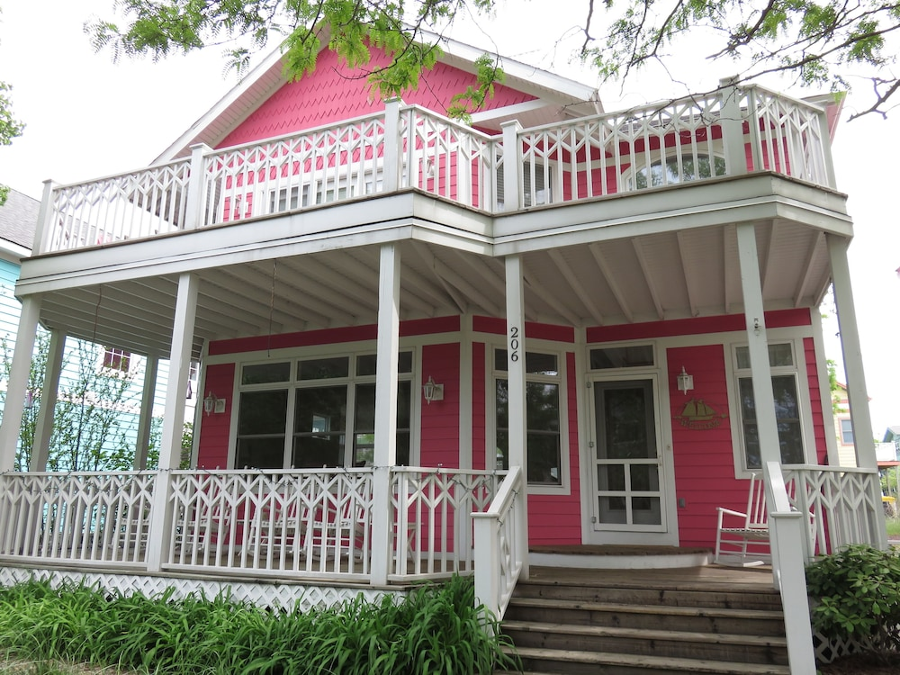 Pretty in Pink 5 Br home by RedAwning