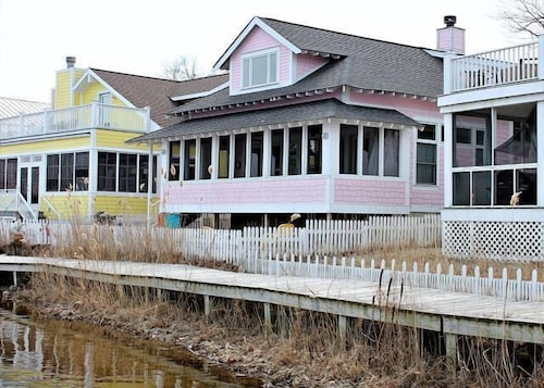 Pink Palace 3 Br home by RedAwning