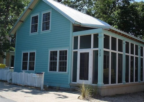 Crickets Corner 2 Br cottage by RedAwning