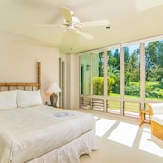 Kalani Villa 4 Br home by RedAwning