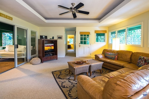 Kauai Tree 3 Br home by RedAwning