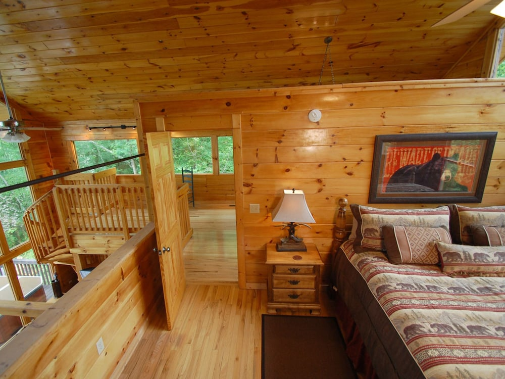 Lake fontana view 3 br cabin by redawning in cherokee for Watershed cabins lake fontana view
