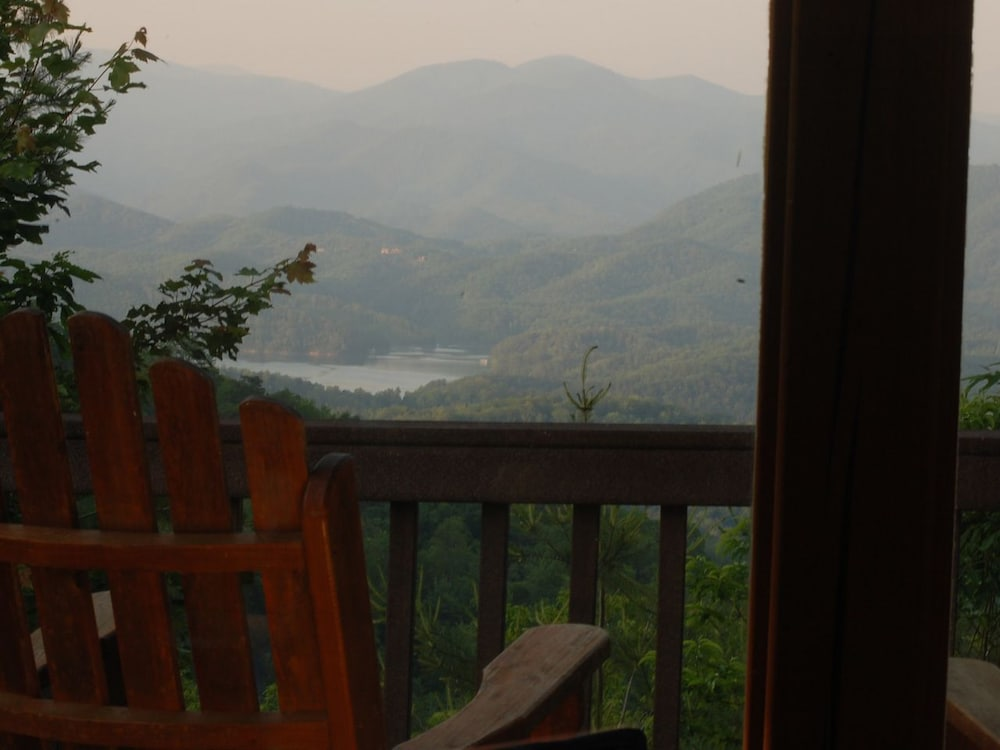 Lake fontana view 3 br cabin by redawning in bryson city for Watershed cabins lake fontana view