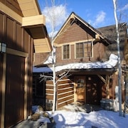 Golden Bar Townhome 23 2 Br cabin by RedAwning