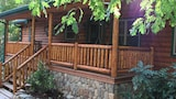Creeksong 2 Br cabin by RedAwning - Robbinsville Hotels