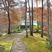 Mountain Elegance 3 Br home by RedAwning